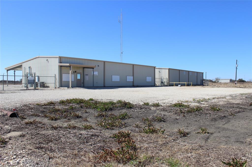 190 County Road 305, Edna, TX 77957