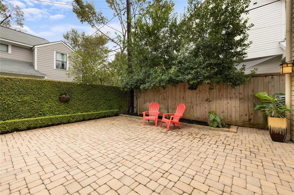 Outback, you'll find this gorgeously paved drive way and patio area. The ivy covered fence runs the length of the driveway.