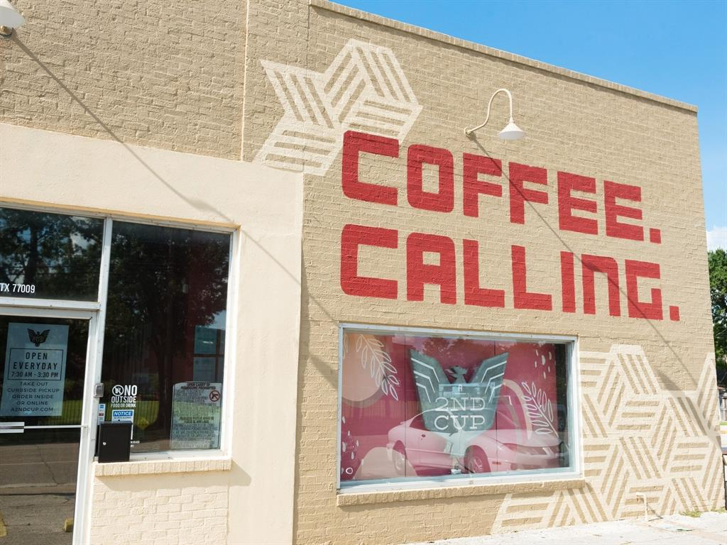 Lots of great retail in this area, including 2nd Cup Coffee, located approximately 4 blocks away.