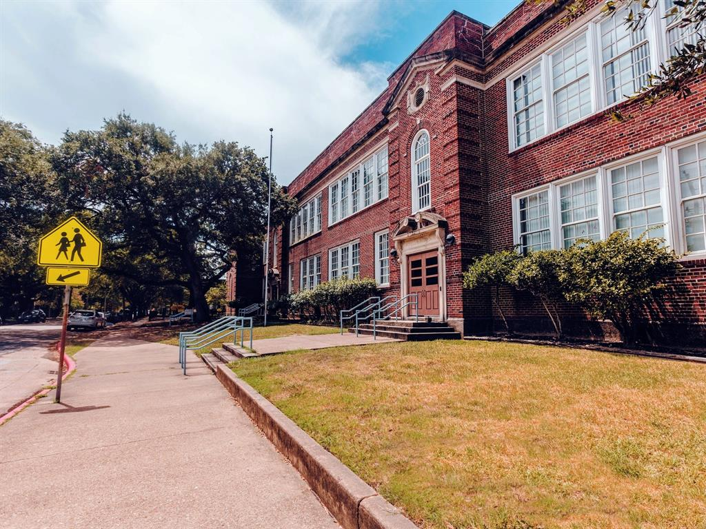 Travis Elementary, Hogg Middle School, and Heights High School are some of the most sought after schools in the Heights. This property is currently zoned to all of them.