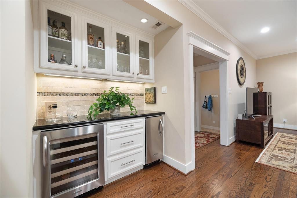 Adding to the entertainment function of the home is this wonderful dry bar, which includes both a wine cooler and ice maker.