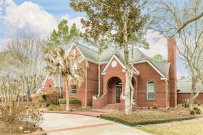 502 W Spreading Oaks Avenue, Friendswood, TX 77546