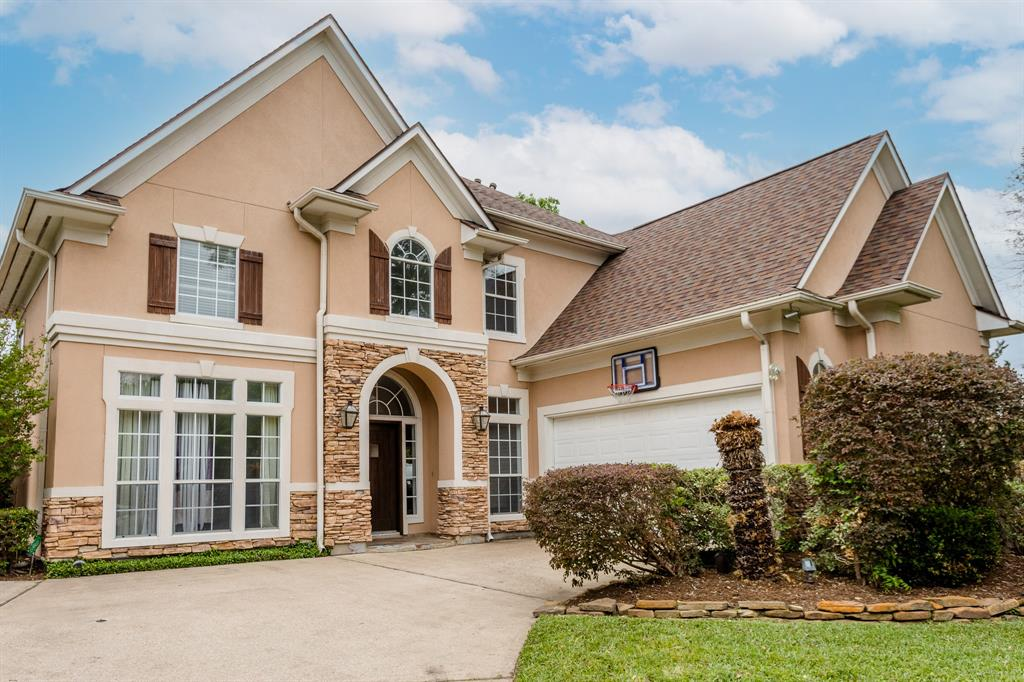 11 Pecan Trail Lane, Houston, Texas 77055, 4 Bedrooms Bedrooms, 11 Rooms Rooms,3 BathroomsBathrooms,Single-family,For Sale,Pecan Trail,56122484