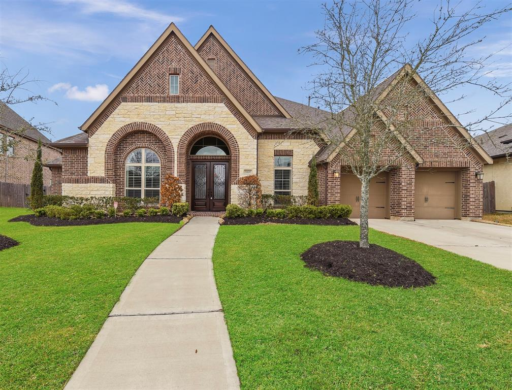 Gorgeous, 1 story, 4/3.5/2 + tandem home located on a waterfront lot in Southlake neighborhood in Pearland. This waterfront home offers beautiful curb appeal w/ brick & stone elevation & a large covered patio. The interior is stunning w/ beautiful neutral design features & gorgeous one-of-a-kind lighting fixtures. The rooms are all large & filled with soft, natural light from wonderful floor to ceiling walls of windows. Double wood & glass doors open to beautiful entry & rotunda with 14' ceilings. A spacious library/study is located off of the main entry along w/ the beautiful formal dining room.  A butler's pantry connects the formal dining room w/ the center island kitchen w/ granite countertops & stainless appliances. The family room is huge w/ a beautiful gas log fireplace. The master bedroom is spacious with gorgeous views & ensuite bath. There are 3 secondary bedrooms - 1 w/ its own bath & the other two share a Jack and Jill bath. Perfect property, perfect location. Welcome home!