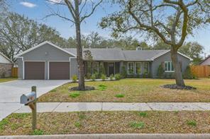 1308 Bayou Oak Drive, Friendswood, TX 77546