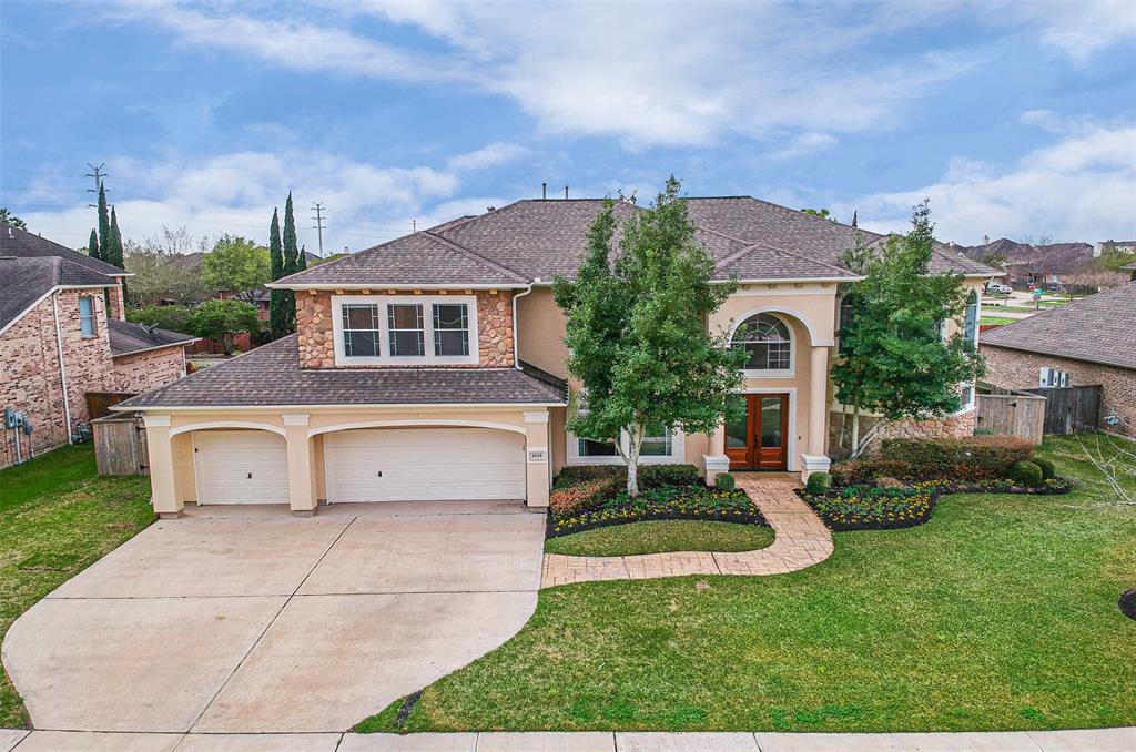 THIS SPECTACULAR 4,823 SQ. FT. CUSTOM HOME IS LOCATED IN THE GATED COMMUNITY OF OAK ARBOR ESTATES. IT SITS ON A 12,371 SQ. FT. LOT & FEATRS 5 BDRMS 4.1 BATHS & A 3 CAR GARAGE. ENJOY BEAUTIFUL HRDWDS & SWEEPING STAIRCASE IN THE ENTRY, ELEGANT FRML DINING RM, WINE CELLAR, OPEN KITCHEN,2 BDRMS DWN, PRIVATE STUDY, MEDIA, GAME ROOM & LRGE SEC.BDRMS. TRY OUT RECIPES IN YOUR OUTDOOR KITCHEN THEN COOL OFF IN THE BLACK BOTTOM POOL & JACUZZI. ADDT'L BENEFITS: ALL REFRIGERATORS, WASHER/DRYER,MEDIA EQUIPMENT STAY & GENERAC GENERATOR POWERS ENTIRE HOME!