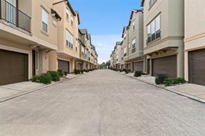 6363 Fairdale Lane M, Houston, TX 77057
