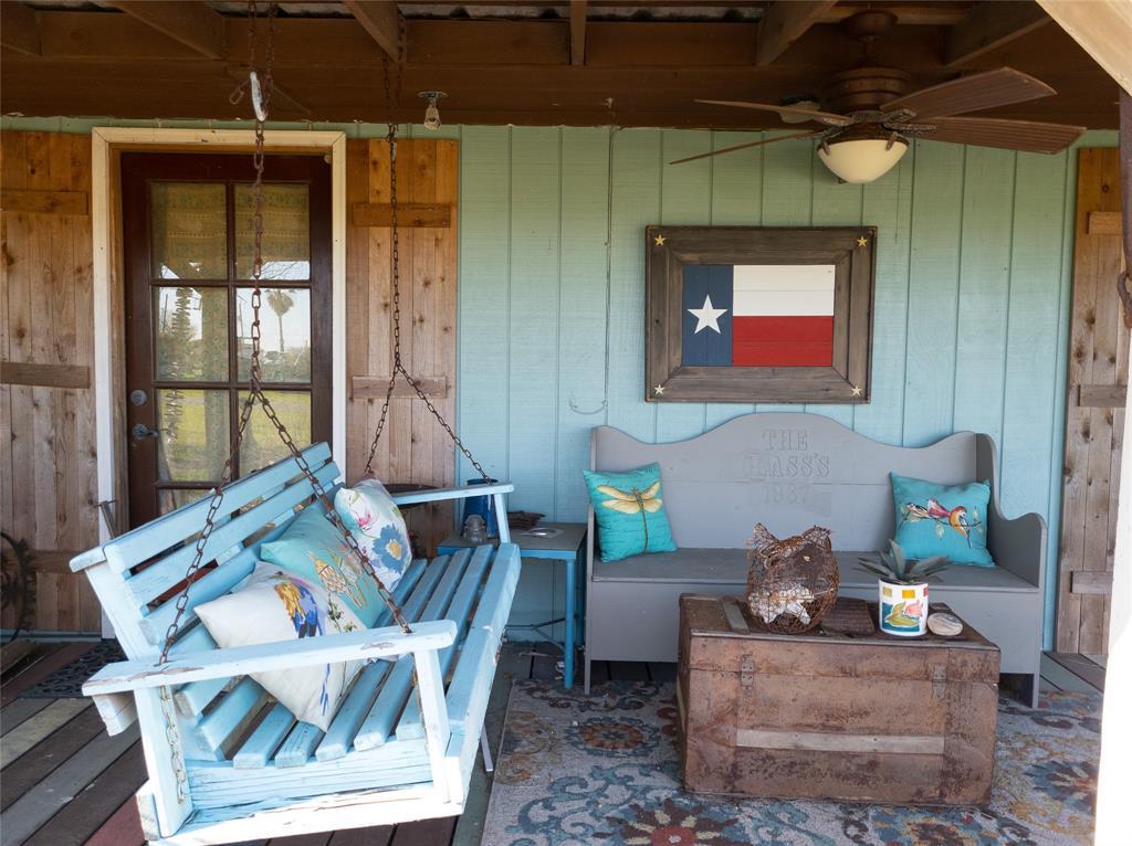 112 Peggy Street, Palacios, TX 77465