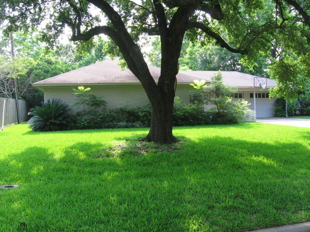 NICE 2/2/2 HOME WITH COVERED ENTRY. LIVING AND DINING ROOM COMBO. GOOD SIZED DEN. KITCHEN HAS NICELY PLANNED STORAGE, GLASS BOCK, TILE FLOORS AND BUILT-IN DESK. UPDATED BATHS. RECESSED LIGHTING. THE HUGE MASTER BEDROOM CLOSET WAS ONCE A THIRD BEDROOM. DEN OFF OF KITCHEN HAS BEEN USED AS 3RD BEDROOM. PATIO. SPACIOUS BACK YARD. GREAT LOCATION FOR NEW CONSTRUCTION! LOT DIMENSIONS ARE 75 FT. WIDE X 125 FT. DEEP.