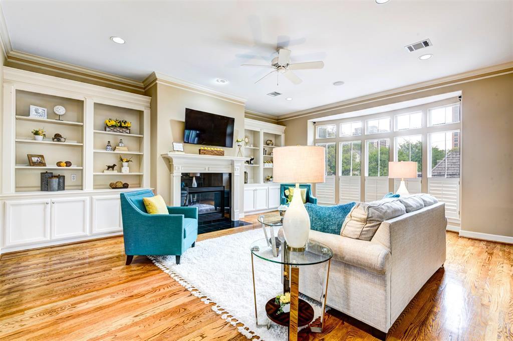 4808 3 Yoakum Boulevard, Houston, Texas 77006, 3 Bedrooms Bedrooms, 7 Rooms Rooms,2 BathroomsBathrooms,Townhouse/condo,For Sale,Yoakum,13141834