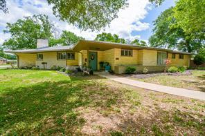 1001 Alvin, El Campo, TX, 77437
