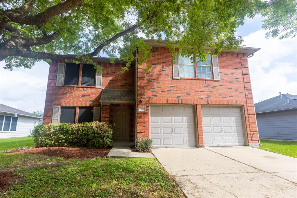 Beautiful 3 bedroom home in great location! Great sized kitchen with lots of cabinet space and large island. Huge master bedroom with walk in closet. Master bath has double sinks and tub with shower. Nice sized office area upstairs.