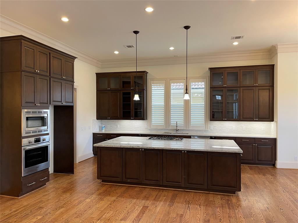 Location! This property is conveniently located in the gated community in Sugar Land. Minutes to get onto the highways and most of the convenience stores.  Don't miss this highly details property. See the picture description for details. A must-see!
