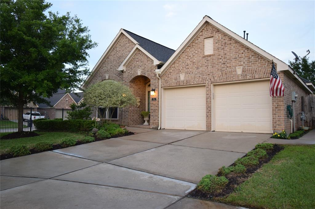 this gorgeous updated turnkey home , The spacious corner home features an open floor plan .next to close by  family park