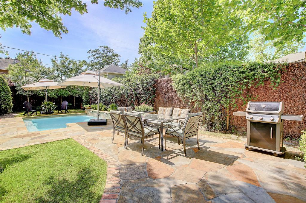It is SO RARE to find this much space in a back yard, for a patio and pool ...