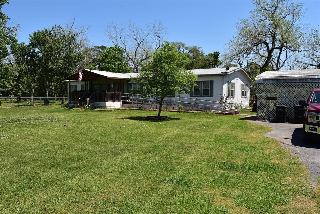 236 N Glenwood, Van Vleck, TX 77482