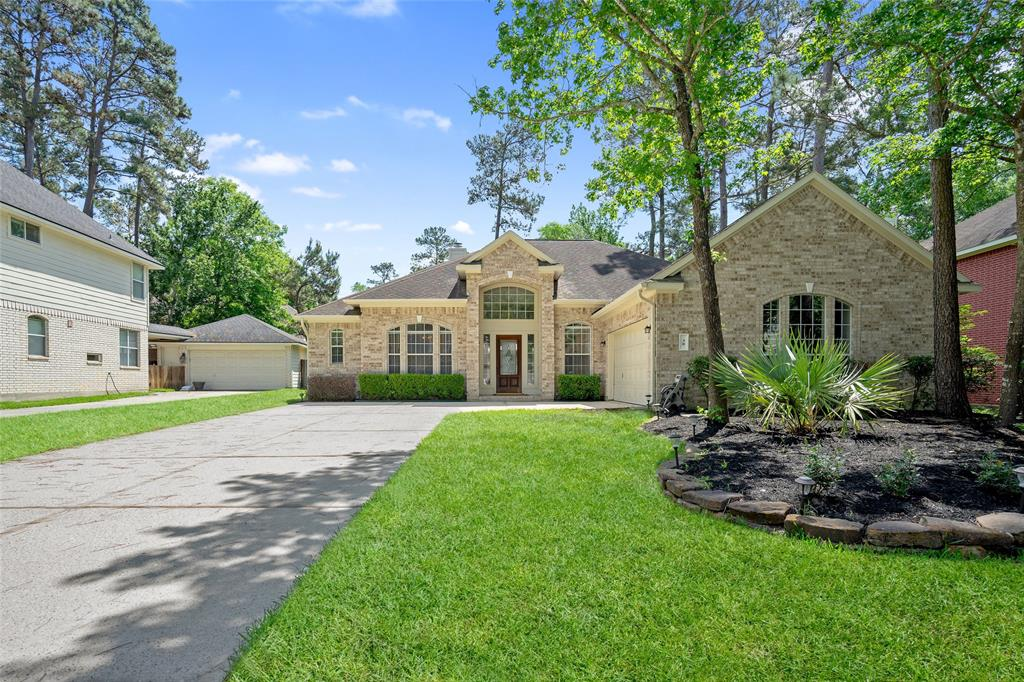 Beautiful One Story property located in the Section 74 of ALDEN BRIDGE, THE WOODLANDS. This property offers 3 Bedrooms and 2 Full Bathrooms and wonderful backyard. High Ceilings and Open Concept layout thru the kitchen, living space and breakfast area. Exemplary Conroe ISD schools!!