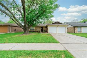 2816 Pickett Drive, League City, TX 77573