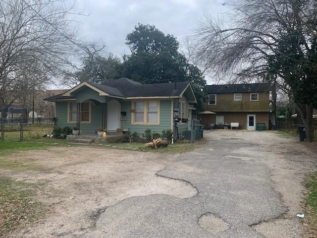 Great Investment Property. Tri plex available in Northside. Great Lot and tenants in place. Front house is a 3 /1, Back Unit has two 2/1 apartments. Plenty of parking and located minutes from Downtown, Hwy 610, Hwy 59, Hardy Toll and Hwy 45.