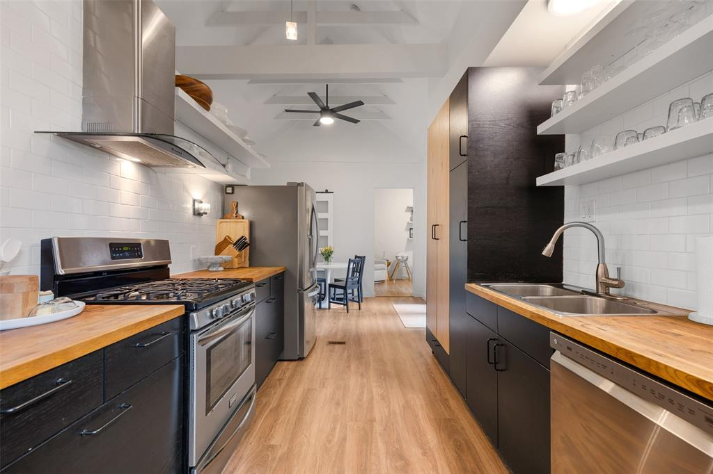 You are also going to enjoy these towering cathedral-style ceiling. This feature really opens up the kitchen and breakfast area.