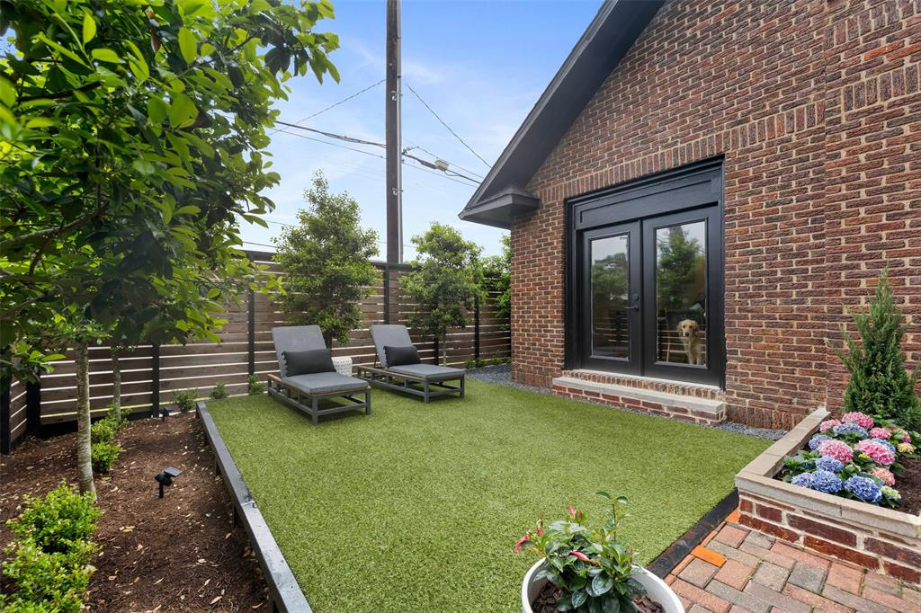 The courtyard also includes low-maintenance artificial turf. Per the sellers, the turf is both dog and kid-friendly.