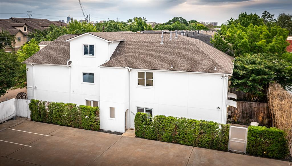 2437 North Boulevard, Houston, Texas 77098, 3 Bedrooms Bedrooms, 6 Rooms Rooms,2 BathroomsBathrooms,Townhouse/condo,For Sale,North,98219044