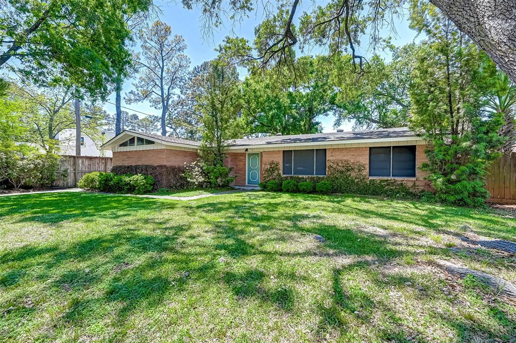 """Excellent opportunity along Bunker Hill Rd to build your dream home.  A PREMIUM NEW HOME LOCATION, and PREMIUM SCHOOLS!!! Easy access to I-10, 610, City Centre, Beltway 8, downtown, the Galleria, shopping, and world-class dining. Priced at lot value. An appointment must be made to walk the lot or view the house. The structure is being sold """"as-is"""" if an offer is made while the structures exist. The lot is scheduled to be cleared in May unless the buyer prefers it to stay. Per HCAD - Dimensions; FRONT 84', REAR 84', LEFT 135', RIGHT 135', and the flood code description is determined to be OUTSIDE the 100-yr/500-yr floodplains.     ***All Rm dimensions are a rough estimate only****  For now, all showings to be for Lot Tour only. No showings of the home until after the tenant moves out, May 1st. A copy of the original survey is available in the attachments."""
