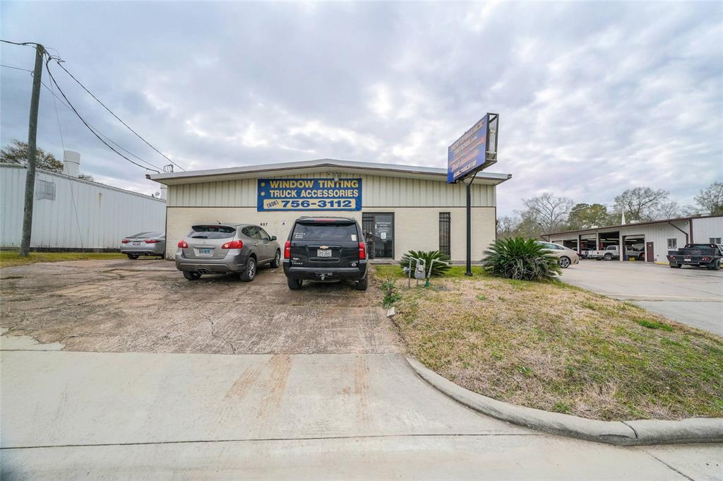 2000 square foot Industrial Lease, this building will suit many needs. Building consist of 2 offices, two bathrooms, two AC units,  kitchenette, dining area, two bays with 10 ft roll up doors. Bring your AC, Electrical, gym, tint, carpet, granite or any business looking for high traffic, located right off I-45. 8 parking spots plus additional bays.