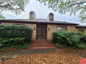 8102 Meadow Crest, Houston TX 77071