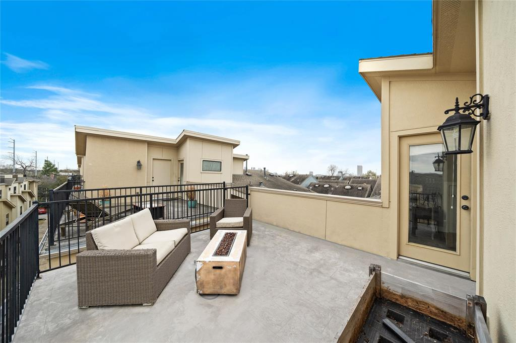 786 Nicholson - Enjoy your large rooftop patio with downtown views and beyond!