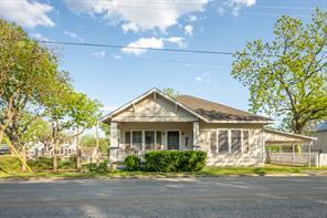 112 E Main Street, Fayetteville, TX 78940