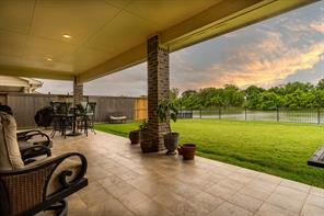 404 Bentwood Way, Clute, TX 77531
