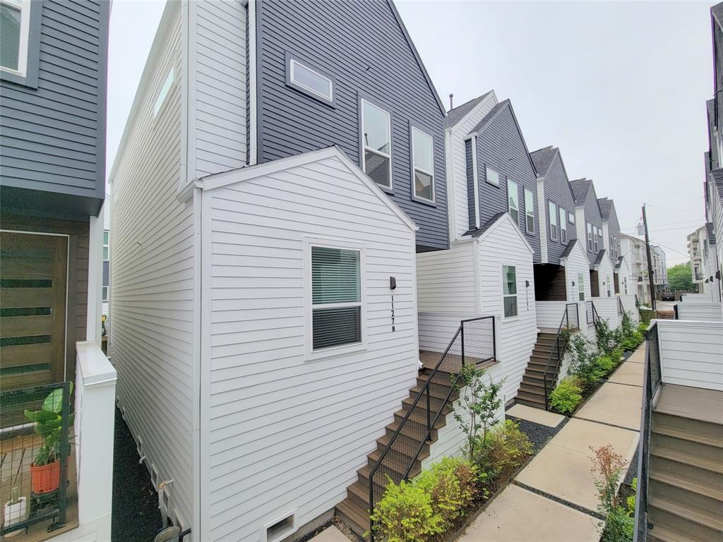 1127 17th Street, Houston, Texas 77008, 2 Bedrooms Bedrooms, 4 Rooms Rooms,2 BathroomsBathrooms,Rental,For Rent,17th,57969048