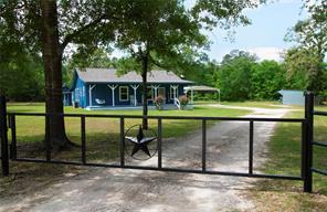 11 Pat Henry Cemetery Road, Huntsville, TX 77320