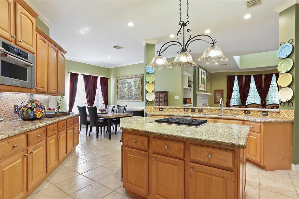 2102 Hickory Village Circle, Kingwood, TX 77345