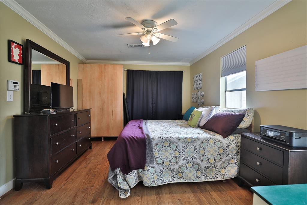Extra-Large primary bedroom.