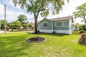 511 E Shore Drive, Clear Lake Shores, TX 77565