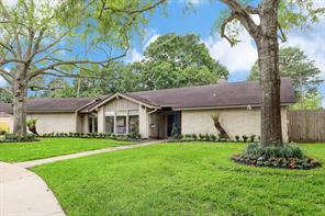 8906 Birdwood Court, Houston, TX 77096
