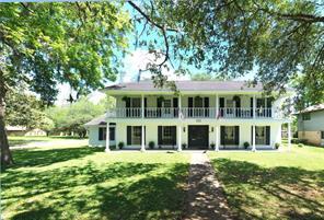 101 Redbud Street, Lake Jackson, TX 77566