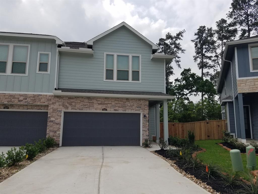 BRAND NEW NEVER LIVED BEAUTIFULL TOWN HOME, GREAT BACK YARD WITH GREEN BELT. GREAT LOCATION, POOL AREA AND PARKS, RETAIL AND HOSPITALS . CAMARA DOOR BELL, INTERNET ROUTER IN ALL HOUSE,COMBO DOOR LOCKS.  KITCHEN COMES WITH REFRIGERATOR, WASHER AND DRYER CAN BE ADDED IF NECCESARY.
