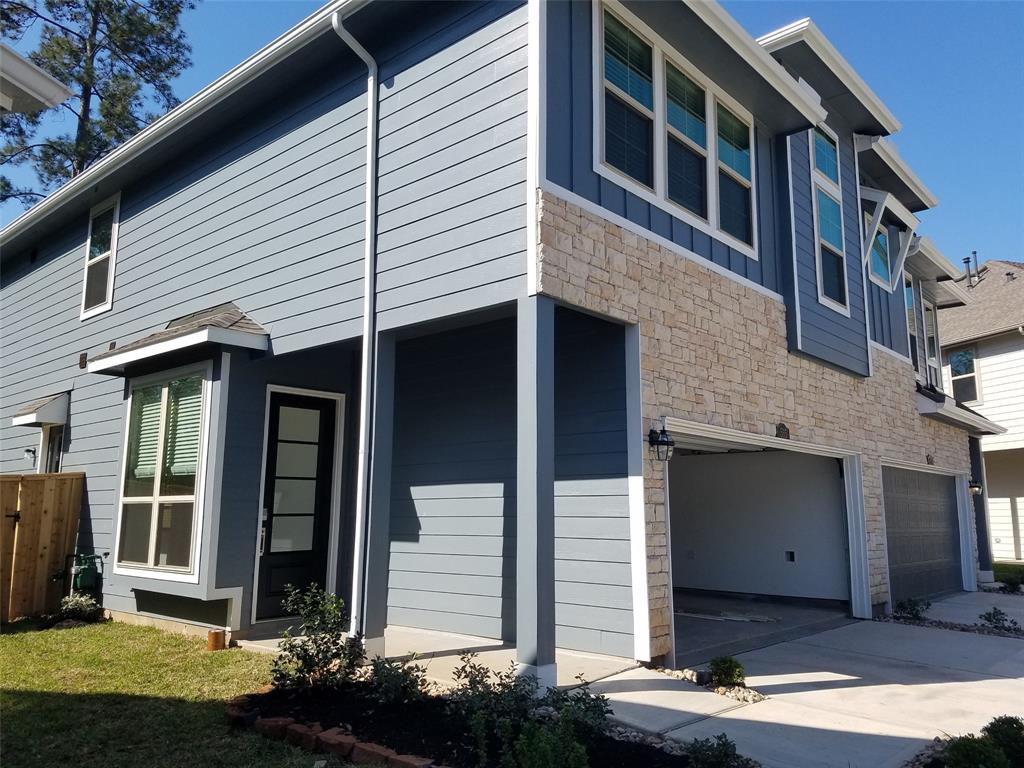 BRAND NEW NEVER LIVED TOWN HOME, GREAT LOCATION AND ACCSES TO I 45 , RETAIL AND HOSPITALS. COMES WITH REFRIGERATO, WASHER AND DRYER CAN BE INCLUDED IF NECCESARY. CAMARA DOOR BELL SYSTEM, INTERNET ROUTER AT ALL HOUSE, FRONT DOOR COMBINATION DOOR LOCK.