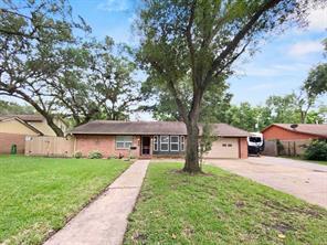 240 Palm Lane, Lake Jackson, TX 77566