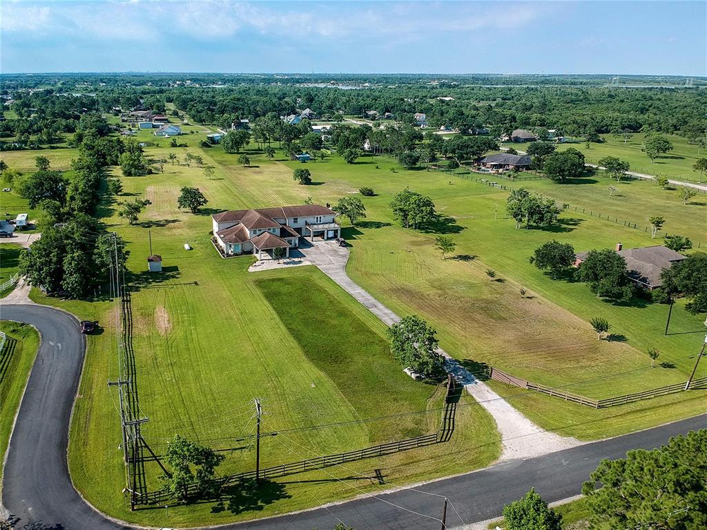 9620 N Humble Camp Road, Dickinson, TX 77539