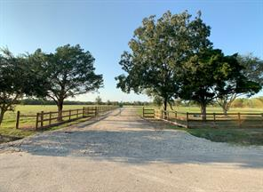 9020 County Road 196, Liverpool, TX 77577