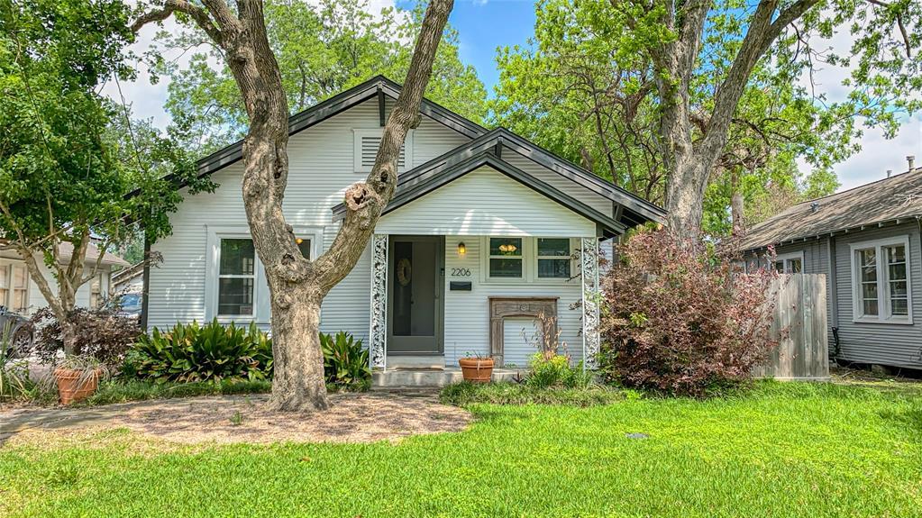 2206 Singleton Street, Houston, Texas 77008, 2 Bedrooms Bedrooms, 5 Rooms Rooms,1 BathroomBathrooms,Rental,For Rent,Singleton,53376630