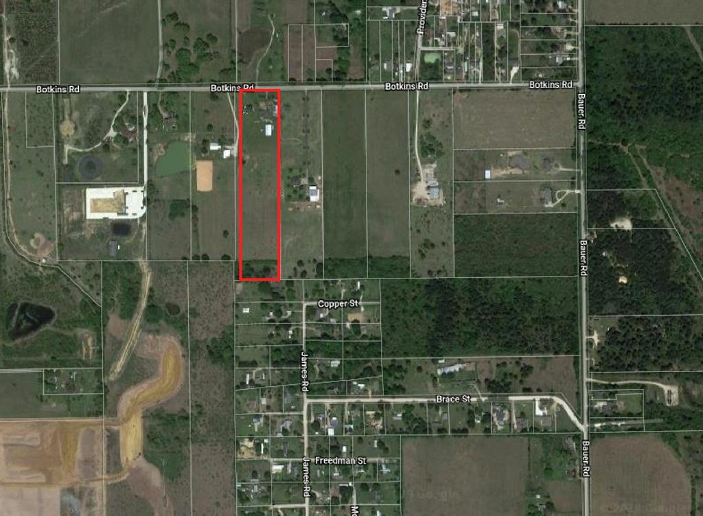 10.3 Acres lot with a  house and a covered storage warehouse. Fully fenced lot with mature trees on the front and leveled topography. Located in an area with many new developments and 10 minutes from hwy 99 and 290. Out of Special Flood Hazard Area. Buyer to verify lot dimensions.