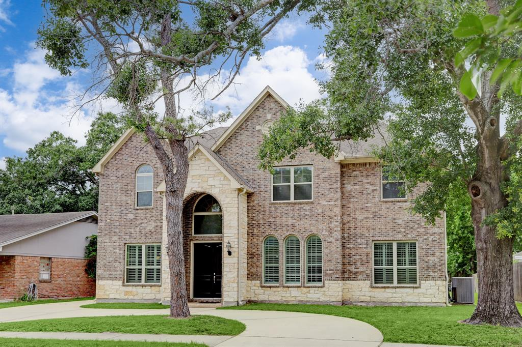 WOW, what a price for recent construction in Briargrove. Spacious 5 or 6 bedroom family home on large lot. Built in 2015 this home offers a large island kitchen with granite counter tops that opens to the breakfast area and family room. Family room features 22' ceilings and walls of glass overlooking the backyard. Formal dining room. Study or media room. Downstairs master suite with walk-in closet. Master bath with double sinks, shower and separate soaking tub. Upstairs has 4 bedrooms and a game room or a 5th bedroom. Flexible floor plan. Butler's pantry. First floor utility room. Two car garage and a circular driveway. Close walk to elementary school, shops and restaurants.