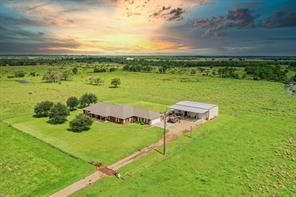 1405 County Road 18, Damon, TX 77430