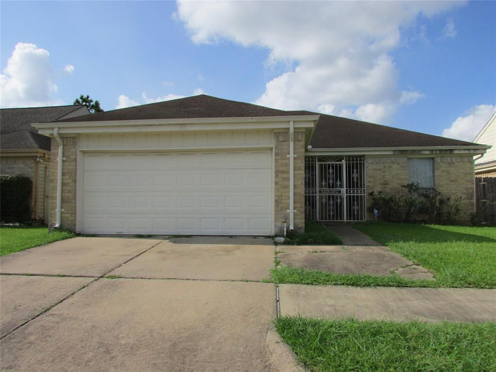 13506 Rainbow Falls Street, Houston, Texas 77083, 3 Bedrooms Bedrooms, 7 Rooms Rooms,2 BathroomsBathrooms,Rental,For Rent,Rainbow Falls,80584397