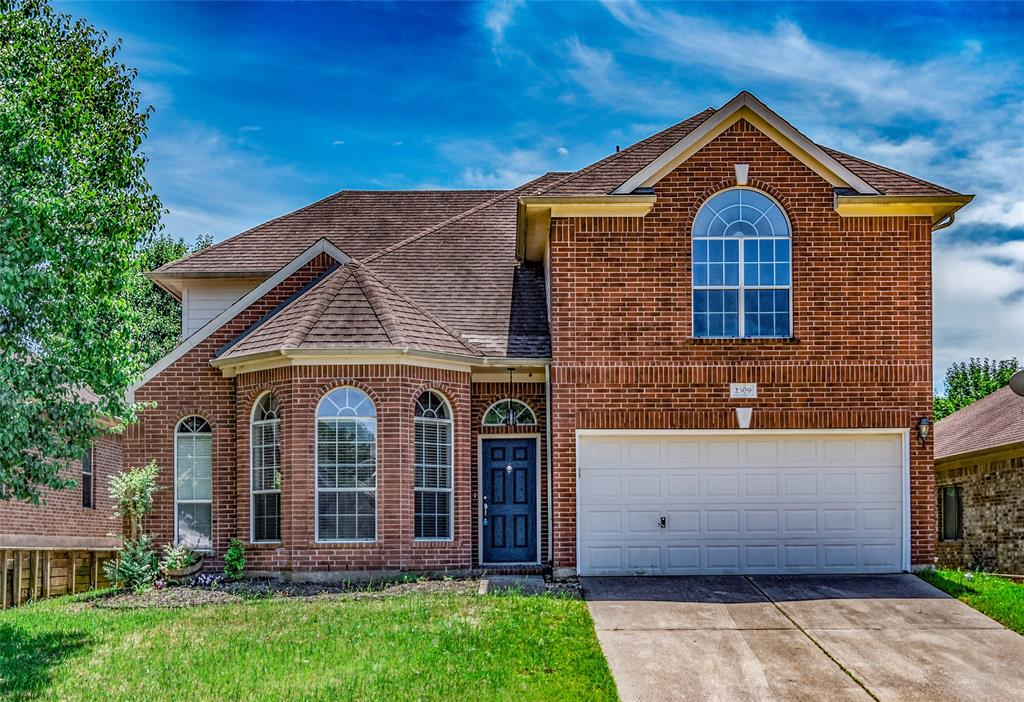 Located minutes from I-45 in sought after community of Teas Lakes. Gorgeous 4 beds, 2.5 bath with game room. Spacious kitchen including updated granite, stainless steel appliances with 42 inch cabinets. Kitchen opens up to the large living room which includes soaring ceilings and a gas log fire place. First floor master suite where you will find a soaking tub, & separate shower, dual vanity and walk-in closet. Game room and 3 bedrooms upstairs with a double vanity bathroom. Large backyard with patio to entertain. Updated throughout with fresh paint, carpet and hvac. This desirable subdivision offers two ponds, one with a fishing pier. Easy access to all the amenities at Panorama Village. Zoned to Willis ISD.